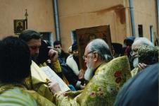 чтение Евангелия на молебне, 1995