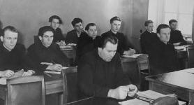 1950-е, крайний слева