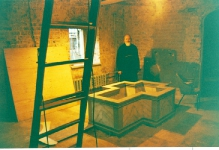 1990-е, восстановление храма - в крестильне