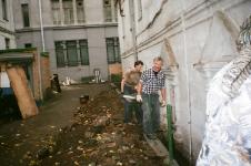 Работы во дворе храма